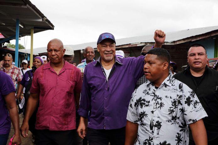 President Bouterse (in het midden).