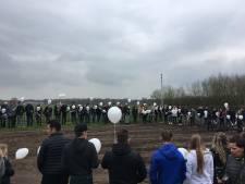 Witte ballonnen en ronkende motoren bij herdenking Benjamin van Eerdt (19) uit Baarle-Nassau