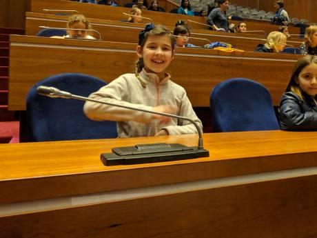 Zestig scholieren hele dag vast in Rabobank: 'Eén uurtje op excursie werden er acht'