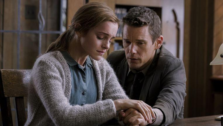 Ethan Hawke en Emma Watson in Regression. Beeld .