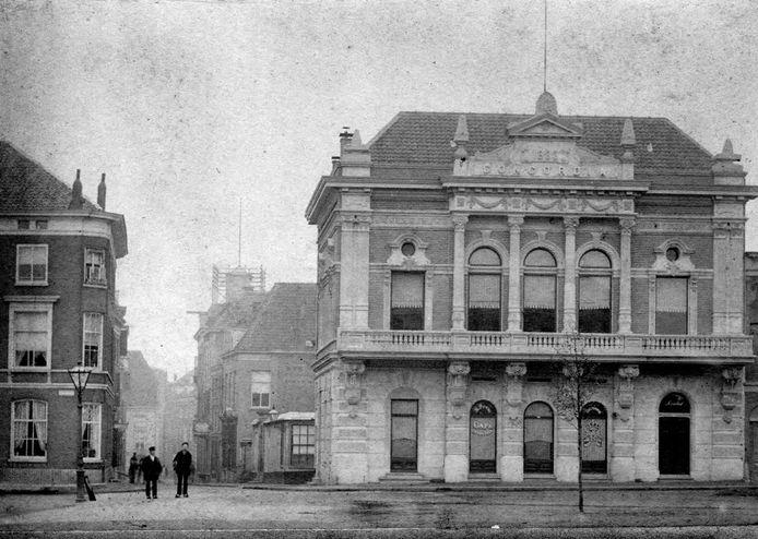 Het Concordiapand op de hoek Willemsplein-Jansstraat in 1895.