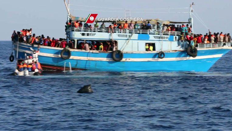 Archiefbeeld van een schip waarop vorige week honderden migranten de overtocht naar Europa probeerden te maken.