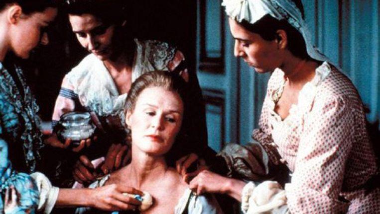 Scene uit Dangerous Liaisons van Stephen Frears, met onder anderen Glenn Close. © brunopress Beeld