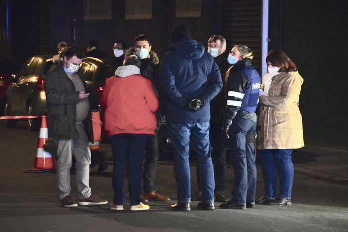 Op de plaats van de schietpartij in de Spoorwegstraat in Wevelgem volgde een afstapping door het parket, mensen van het technisch labo en onder meer ook een wapendeskundige.