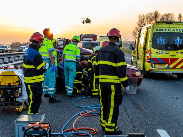A59 dicht tussen Waalwijk en Hooipolder, vier gewonden bij twee ongelukken