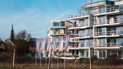 Oplevering appartementen Rupelzicht al twee maanden vertraagd: gezin huurt noodgedwongen flat  aan de kust