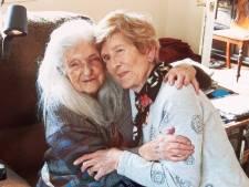 Ierse vrouw (82) ontmoet na 60 jaar zoeken eindelijk haar 103-jarige moeder