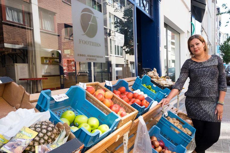 Danusa Schneider van groente- en fruitwinkel Foothies verhuist naar de Verschansingsstraat.