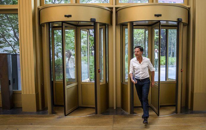 Mark Rutte Rutte - en daarmee de VVD - wil af van het imago als zou hij aan de leiband lopen van het grootkapitaal.
