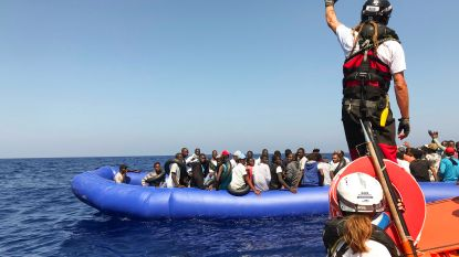 """Amnesty International: """"Europese landen misbruiken wet om mensen te vervolgen die migranten helpen"""""""