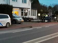 Bestuurder scootmobiel rijdt de struiken in en raakt gewond