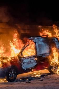 Auto gaat in vlammen op in Oisterwijk