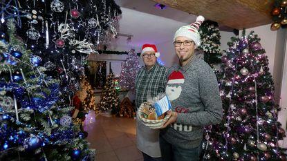 23 kerstbomen en meer dan 31.000 lichtjes in één huis