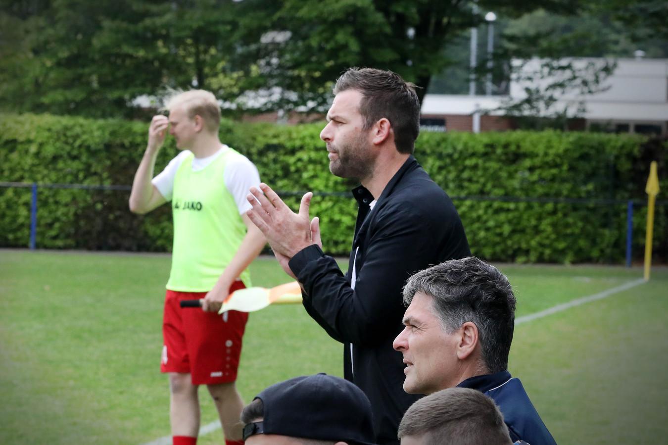 Peter ten Haaf op archiefbeeld, als interim-trainer van Kolping-Dynamo.