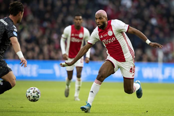 Babel in actie in het shirt van Ajax.