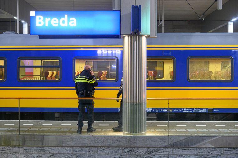 De trein met kapotte ruit in Breda. Beeld ANP