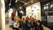 Leerlingen De Kei bewonderen eigen fotowerk tijdens tentoonstelling