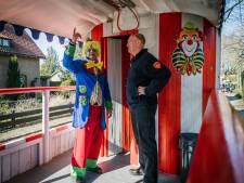 Voorafgaand aan de carnavalsoptocht in Werkhoven wordt gecontroleerd, net als elk jaar
