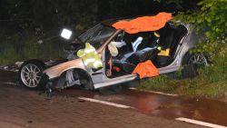 VIDEO. Wagen knalt tegen boom: twee inzittenden levensgevaarlijk gewond