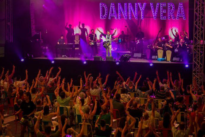 Optreden van Danny Vera bij de Pettelaarse Schans, onderdeel van de Bossche zomer.