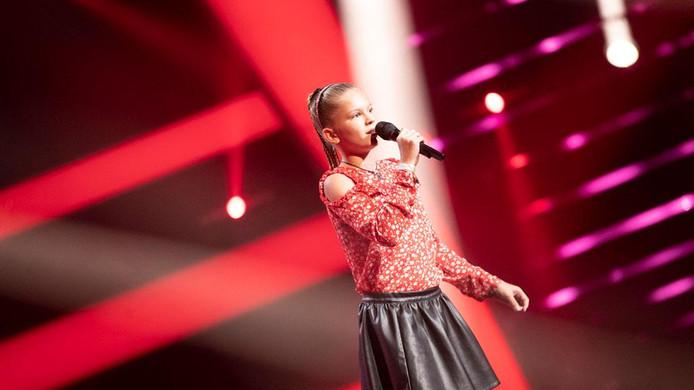 Milika uit Dordrecht is door naar de battles van 'The Voice Kids'.