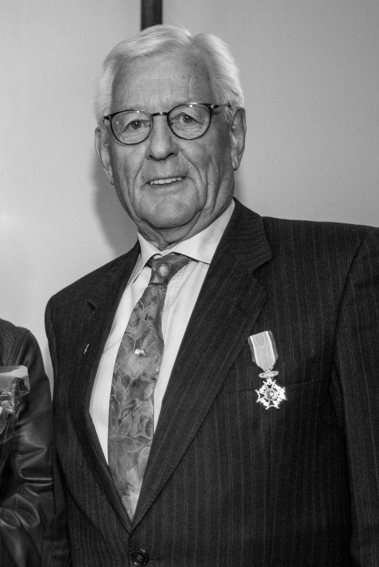 Aris Dijksman met koninklijke onderscheiding bij zijn benoeming in 2018 tot Lid in de Orde van Oranje-Nassau.  Beeld Michel van Bergen