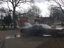 Politie zoekt man met 'rockabilly' uiterlijk na autobrand in Eindhoven