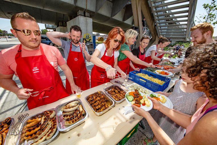 Stad pakt uit met volksbarbecue aan Kortrijk Weide