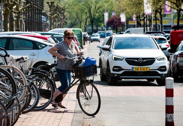 Het zuidelijk gebied van winkelcentrum Overvecht wordt heringericht om de situatie veiliger en overzichtelijker te maken voor voetgangers, fietsers en overig verkeer
