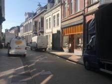 Stoepborden-verbod valt bij Nieuwlandstraat niet in de smaak. (En waar blijft de autoluwe proef eigenlijk?)