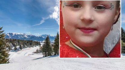 Moeder en dochter belanden met slee op zwarte skipiste: Emily (8) overleden
