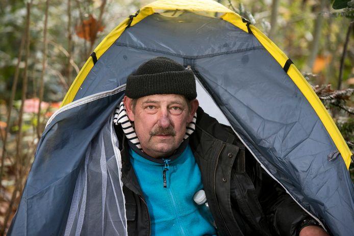 Dakloze Robbie slaapt in een tentje in een parkje in Presikhaaf.