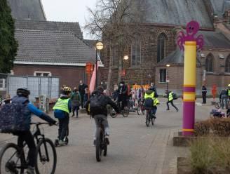 """Bezorgde ouders ondernemen actie rond verkeerssituatie aan Looise scholen: """"Het is wachten op zwaar ongeval"""""""