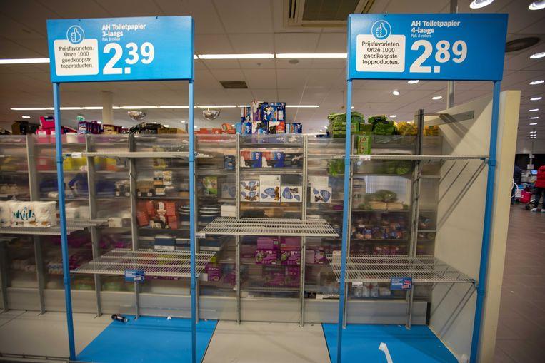 Hamsteren is niet nodig zeggen de supermarkten, maar dat weerhoudt de klanten er niet van ruim in te slaan. Beeld ANP
