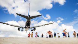 Sint Maarten laat weer schepen en vliegtuigen toe