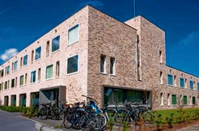 Het hostel aan de Van Broeckhovenlaan  in Den Bosch. Aan de Zuiderparkweg komt definitief een tweede.