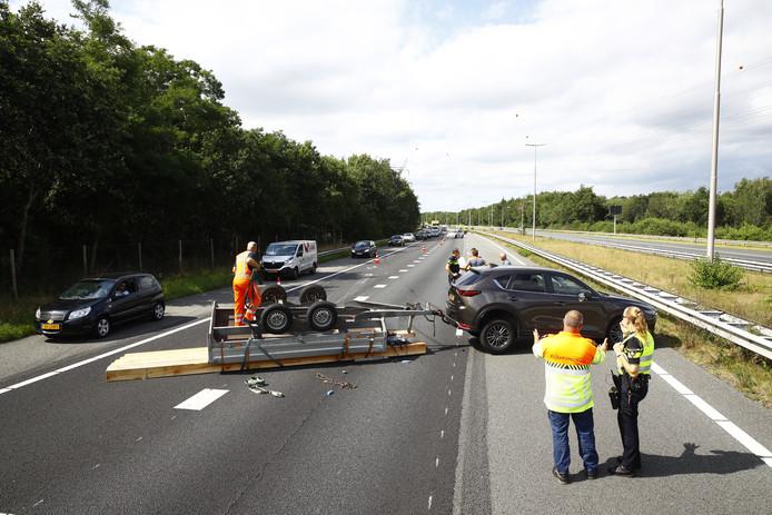 Ongeval auto met aanhanger op A50 tussen Hattemerbroek en Hattem.