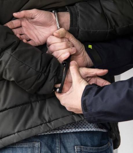 Tweetal berooft en mishandelt man in Eindhoven, Helmonder opgepakt