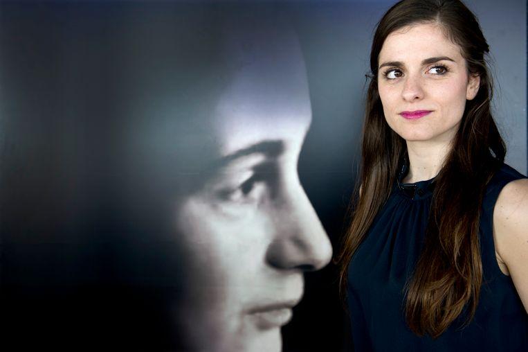 Actrice Rosa da Silva speelt Anne in het theaterstuk over het leven van Anne Frank. Beeld anp
