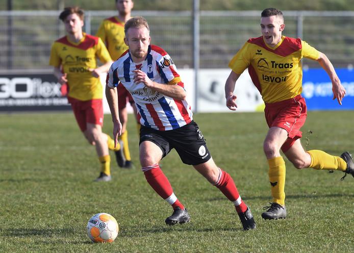 Danny Weber namens Krabbendijke in actie tegen Arnemuiden.