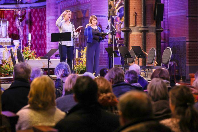 Een volle Koepelkerk in Lierop tijdens de workshop gregoriaans zingen met Wishful Singing.