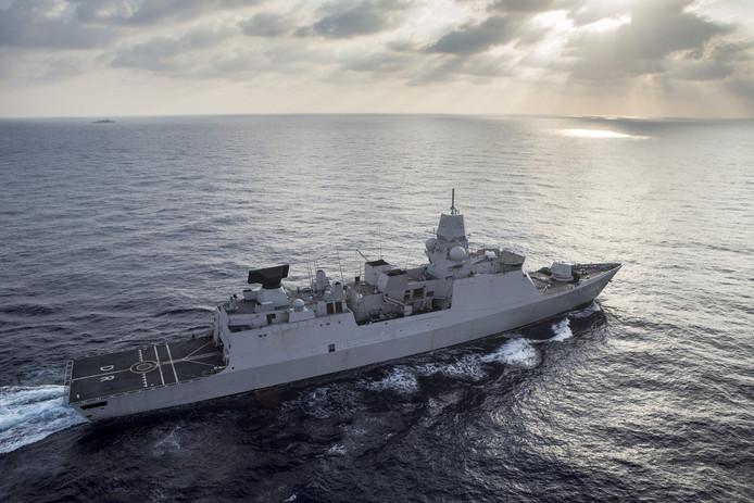 Het marineschip Zr. Ms. De Ruyter vertrekt dinsdagmiddag naar de Straat van Hormuz om daar de rust terug te brengen.