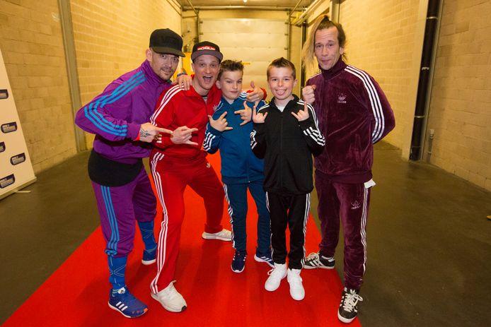 Pieter (9) en Jasper (12), de zoontjes van Da Boy Tommy kwamen even het podium opThe party' in de Hasseltse Ethias Arena