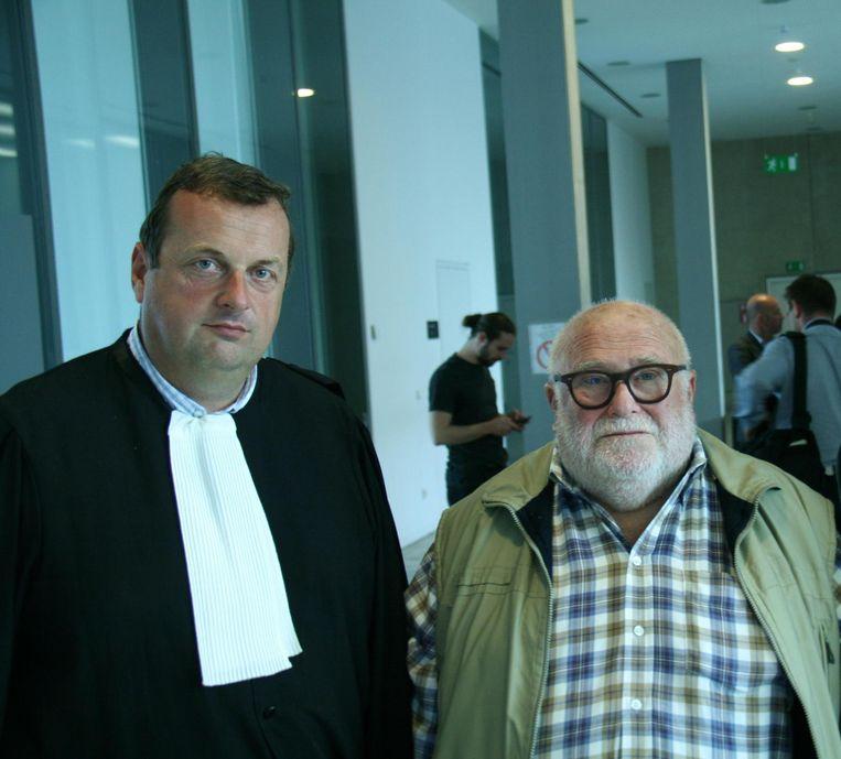 Pol van 't Dreupelkot met zijn advocaat in de rechtbank.
