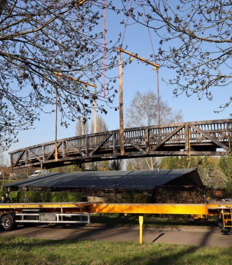 Fietsbrug Drunen total loss door klemgereden vrachtwagen