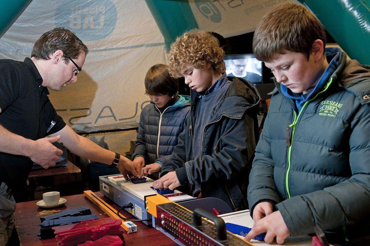 De Tieltse scholieren konden gisteren al eens kennismaken met de beurs en allerlei workshops volgen.