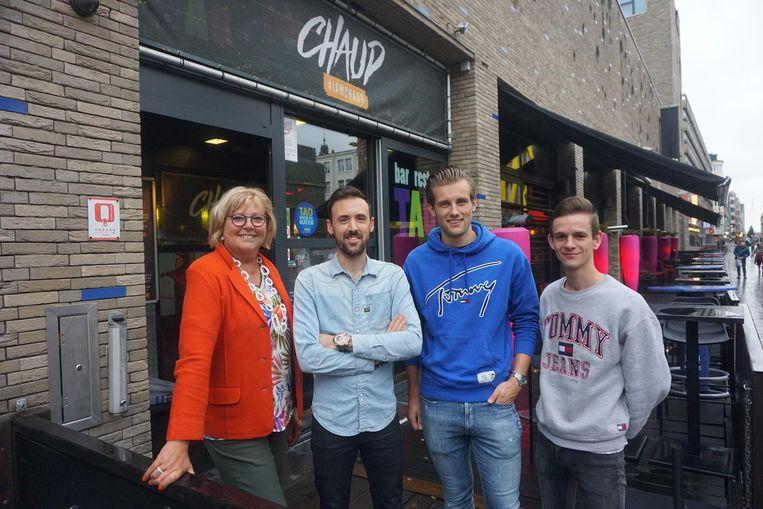 Schepen Krista Claeys, Niek Calcoen, Gilles Vanmassenhove en Eros Bourgoignie bij de nieuwe Club Chaud.