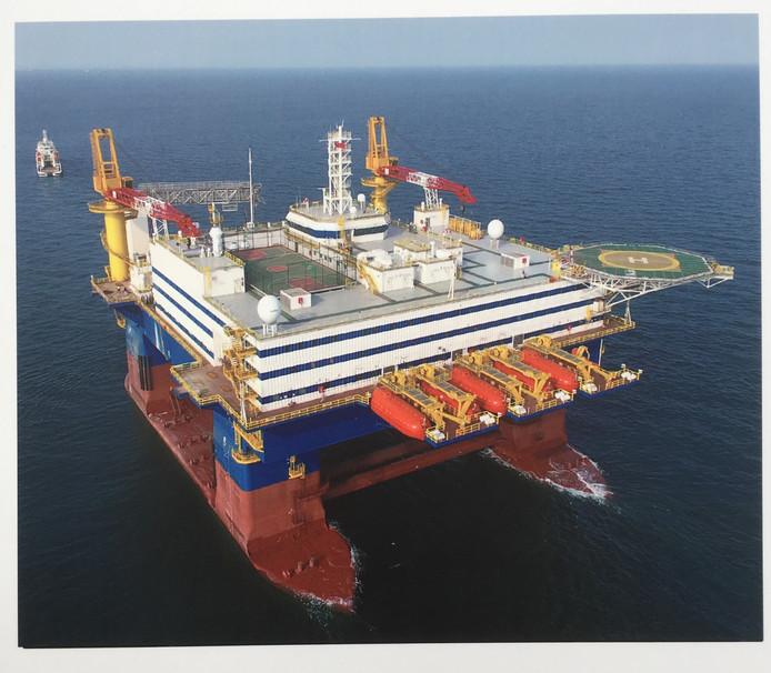 De OOS Tiradentes van het Serooskerke offshorebedrijf n OOS International helpt de Braziliaanse oliemaatschappij Petrobras met de renovatie van verouderde olieplatforms.