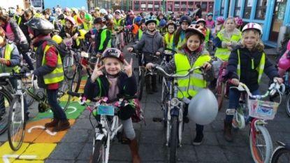 Leerlingen bassisschool Ten Berge komen massaal met de fiets naar school