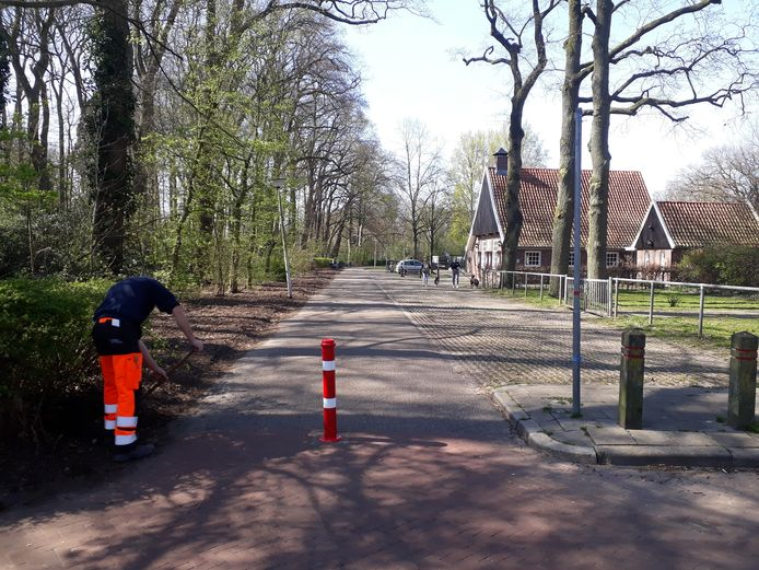 Paaltje moet einde maken aan overlast op parkeerplaats aan rand Beeklustpark.
